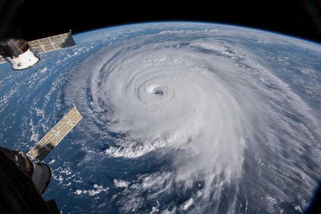 Phân tích dữ liệu bão suốt 40 năm, kết quả nghiên cứu mới cho thấy biến đổi khí hậu khiến bão nhiệt đới ngày một mạnh hơn - Ảnh 1.