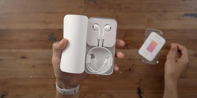 Apple có thể sẽ lại vòi tiền người dùng, bằng cách bán iPhone 12 mà không có tai nghe EarPods đi kèm trong hộp - Ảnh 1.