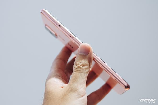 CEO BKAV Nguyễn Tử Quảng: Phím là nhô lên còn nút là lõm xuống, vì vậy gọi Bphone B86 không phím bấm là đúng - Ảnh 1.