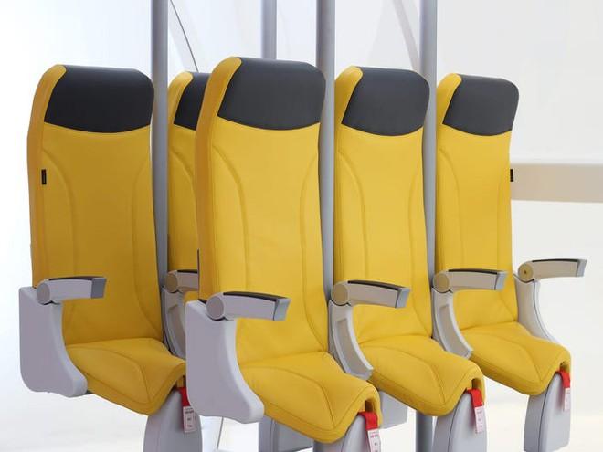 Giải pháp mới cho các hãng hàng không mùa Covid-19: Xếp ghế ngồi theo kiểu giở đầu đuôi để hạn chế hành khách tiếp xúc gần - Ảnh 6.