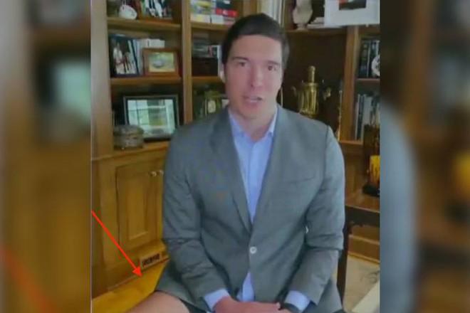Sự cố 'không mặc quần' của phóng viên đài ABC Will Reeve khi lên sóng