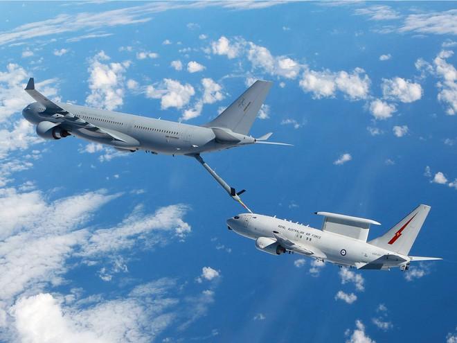 Airbus A330 MRTT đang tiếp nhiên liệu.