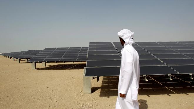 Thủ đô UAE chuẩn bị xây dựng nhà máy năng lượng Mặt Trời lớn và rẻ nhất hành tinh, dự kiến hoàn thành vào năm 2022 - Ảnh 1.