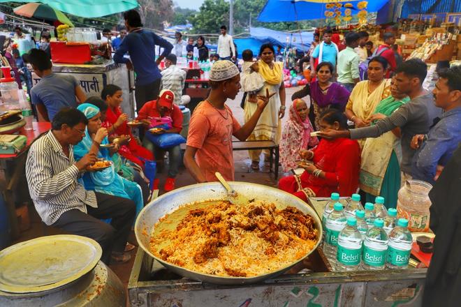 Món cơm rang huyền thoại này đã thống trị bữa ăn ba miền đất Ấn Độ, Pakistan và Bangladesh như thế nào? - Ảnh 1.