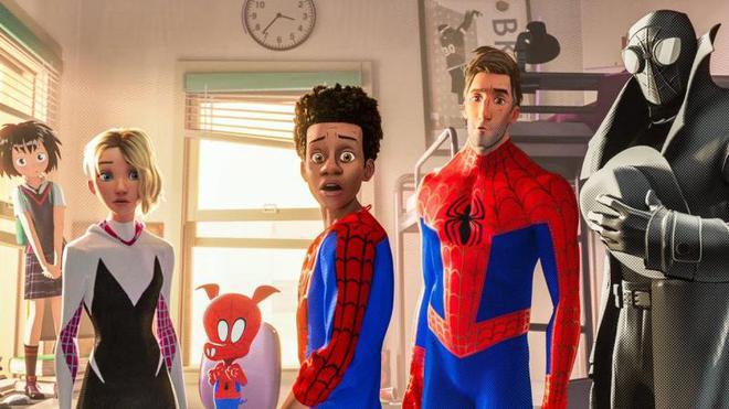 Đáng lẽ 3 phiên bản Spider-Man của Tom Holland, Tobey Maguire và Andrew Garfield đã có dịp hội ngộ trong Into the Spider-Verse - Ảnh 1.