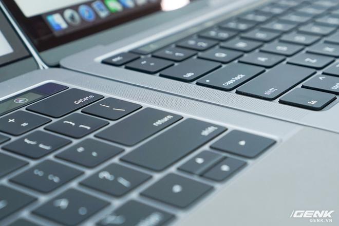 Cận cảnh MacBook Pro 13 2020 tại Việt Nam: Bàn phím Magic Keyboard mới, chưa có Intel Core i thế hệ 10, kích thước tương đương bản 2019, giá còn khá cao - Ảnh 4.