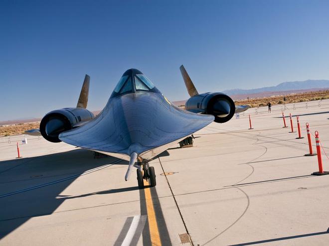 SR-71 Blackbird, chiếc máy bay yêu thích của Elon Musk và Grimes, có gì đặc biệt? - Ảnh 2.