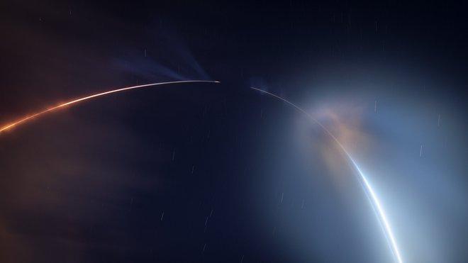 Màn phóng tàu thành công của SpaceX gây ra mây dạ quang - hiện tượng thiên nhiên hiếm gặp và đẹp mê hồn - Ảnh 2.