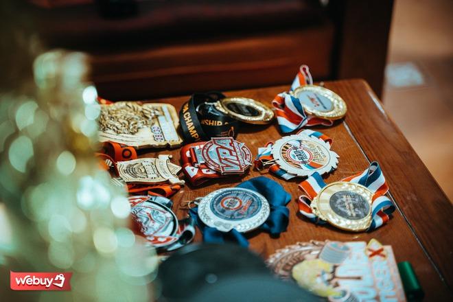 Khám phá phòng gym hơn 1,2 triệu đồng cho 90 phút tập luyện của vận động viên cử tạ huy chương vàng toàn quốc - Ảnh 3.