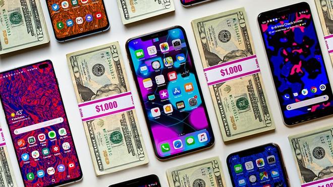Đẩy giá smartphone lên tới cả nghìn USD một chiếc, Apple và các hãng Android đang làm thế nào để bán được chúng? - Ảnh 1.