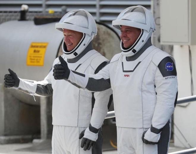 Designer từng tham gia nhiều dự án của Marvel và DC đã thiết kế trang phục cho phi hành đoàn SpaceX - Ảnh 1.