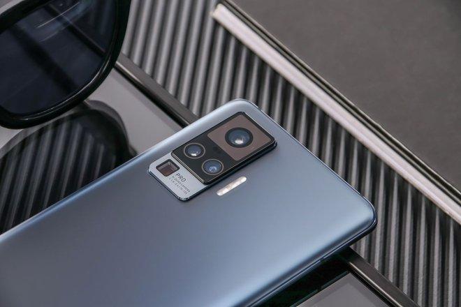 Vivo ra mắt X50 series: Smartphone flagship 5G mỏng nhất thế giới, camera thiết kế chống rung giống gimbal, giá từ 490 USD - Ảnh 1.