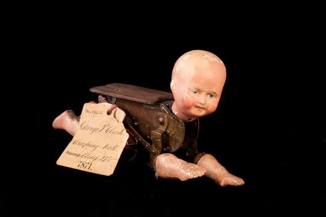 Búp bê của hơn 100 năm về trước: Ai mà ngờ món đồ chơi đáng yêu dành cho trẻ em từng có hình dạng kinh dị gây mất ngủ - Ảnh 2.