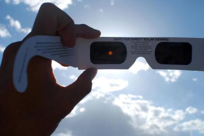 Hôm nay, người dân Hà Nội, Đà Nẵng và TP.HCM đừng quên theo dõi hiện tượng nhật thực hiếm gặp vào những thời điểm sau - Ảnh 3.