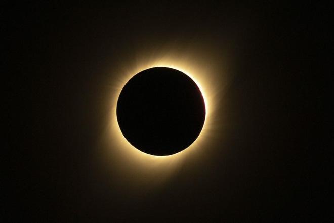 Hôm nay, người dân Hà Nội, Đà Nẵng và TP.HCM đừng quên theo dõi hiện tượng nhật thực hiếm gặp vào những thời điểm sau - Ảnh 2.