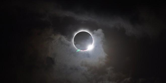 [Việt sub] Điều gì sẽ xảy ra với Trái Đất nếu hiện tượng nhật thực toàn phần diễn ra hàng ngày? - Ảnh 2.