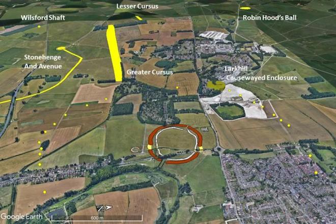 Phát hiện cấu trúc tiền sử khổng lồ nằm ngay gần Stongehenge, tạo nên bởi các hố sâu 5 mét xếp thành hình tròn lớn - Ảnh 3.