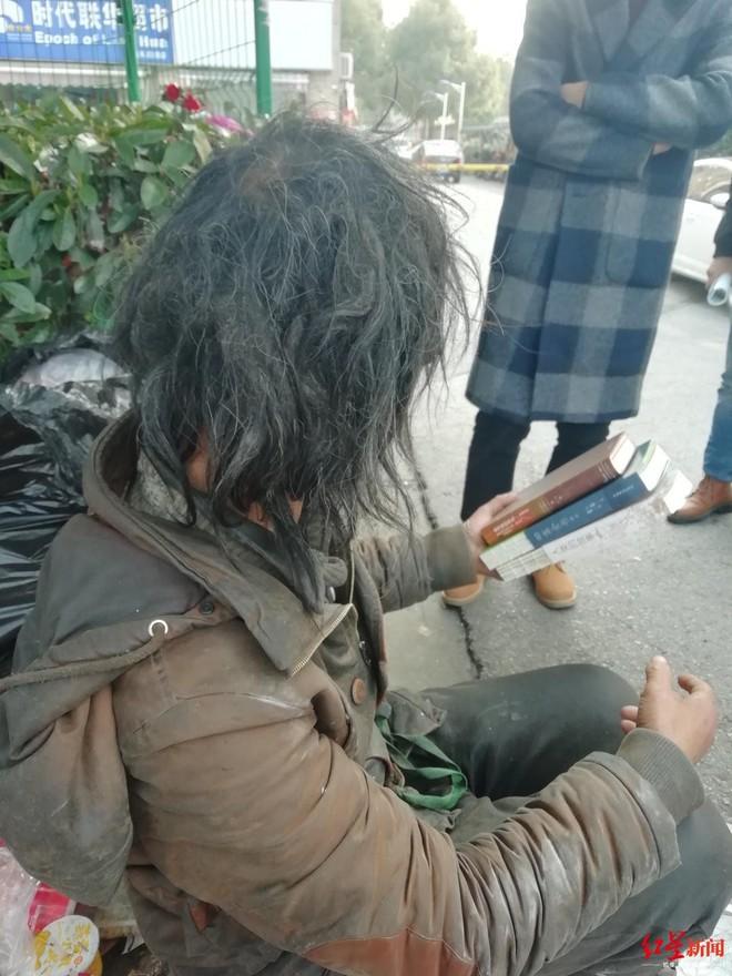 Chuyện về bậc thầy lang thang ở Thượng Hải: Cuộc sống 7 năm đi bụi bình yên bất ngờ rơi vào bể khổ khi nổi tiếng trên MXH - Ảnh 2.