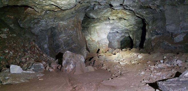 Thử khám phá hố tử thần sâu hun hút xuất hiện giữa khu phố, ai ngờ phát hiện ra cả hệ thống hầm mỏ bí ẩn nằm ngay bên dưới - Ảnh 5.