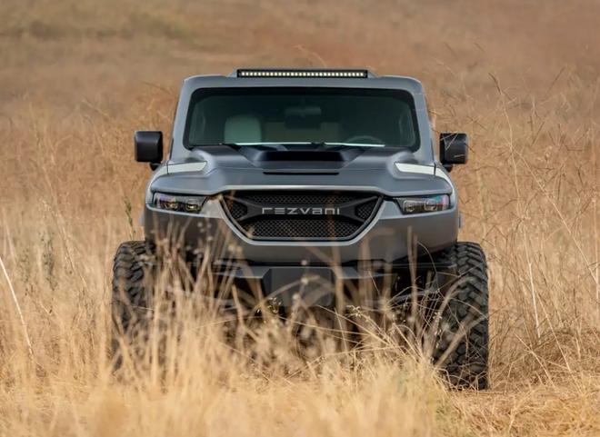 Cùng xem bên trong siêu XUV giá 295.000 USD với hệ thống nhìn đêm, giáp chống đạn và màn khói - Ảnh 16.