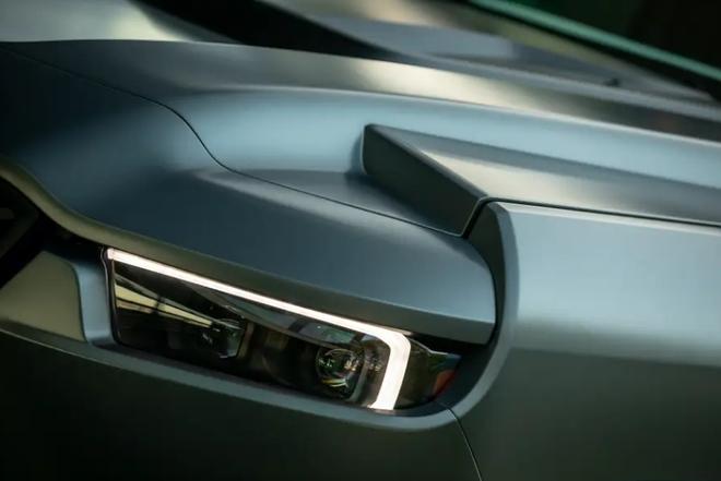 Cùng xem bên trong siêu XUV giá 295.000 USD với hệ thống nhìn đêm, giáp chống đạn và màn khói - Ảnh 10.