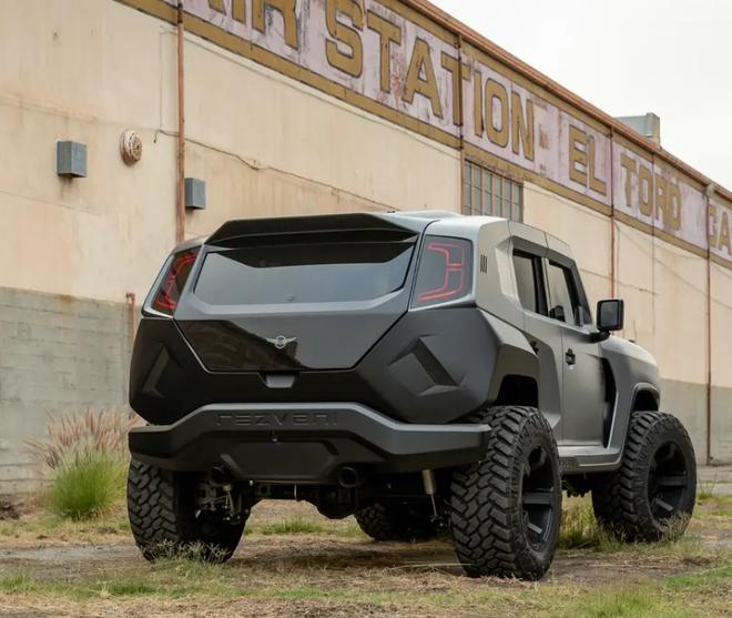 Cùng xem bên trong siêu XUV giá 295.000 USD với hệ thống nhìn đêm, giáp chống đạn và màn khói - Ảnh 1.