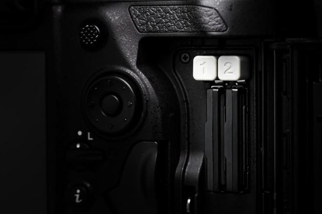 Trên tay máy ảnh cao cấp Nikon D6: Có cả khóa chống trộm Kensington giống như laptop - Ảnh 5.