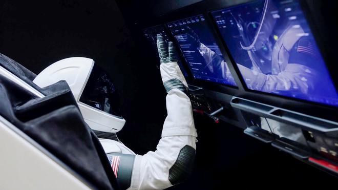 SpaceX dùng gì để đưa các phi hành gia lên trạm vũ trụ: Oxy lỏng, nhiên liệu, 3 CPU cũ kĩ và Linux - Ảnh 4.