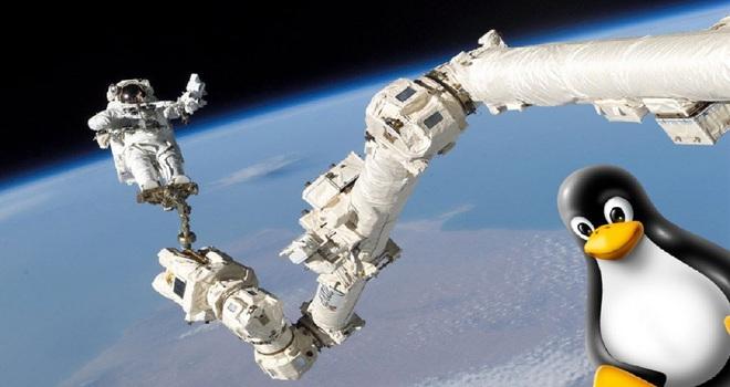 SpaceX dùng gì để đưa các phi hành gia lên trạm vũ trụ: Oxy lỏng, nhiên liệu, 3 CPU cũ kĩ và Linux - Ảnh 2.