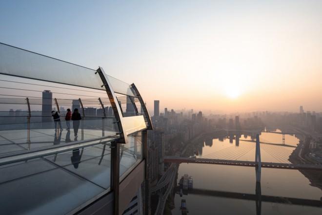 Trung Quốc khánh thành tòa cao ốc nằm ngang cao nhất thế giới - Ảnh 4.