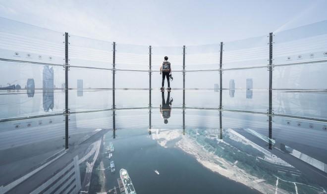 Trung Quốc khánh thành tòa cao ốc nằm ngang cao nhất thế giới - Ảnh 1.