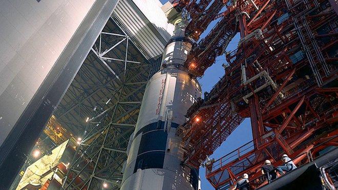 Nhờ chàng trai trẻ 25 tuổi phát hiện ra công tắc đến chuyên gia còn không biết, sứ mệnh Apollo 12 của NASA mới không biến thành thảm kịch - Ảnh 2.