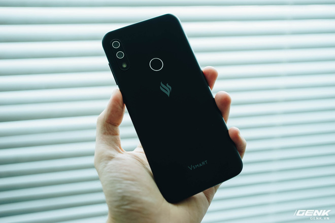 Trên tay Vsmart Star 4: Chiếc điện thoại có thể gây bối rối từ VinSmart - Ảnh 6.