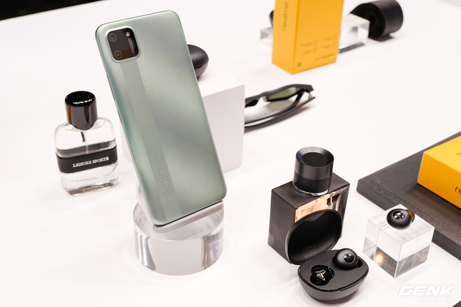 Realme mở rộng hệ sinh thái sản phẩm tại Việt Nam, ra mắt cùng lúc điện thoại, tai nghe và đồng hồ thông minh - Ảnh 11.