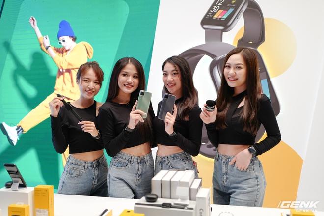 Realme mở rộng hệ sinh thái sản phẩm tại Việt Nam, ra mắt cùng lúc điện thoại, tai nghe và đồng hồ thông minh - Ảnh 1.