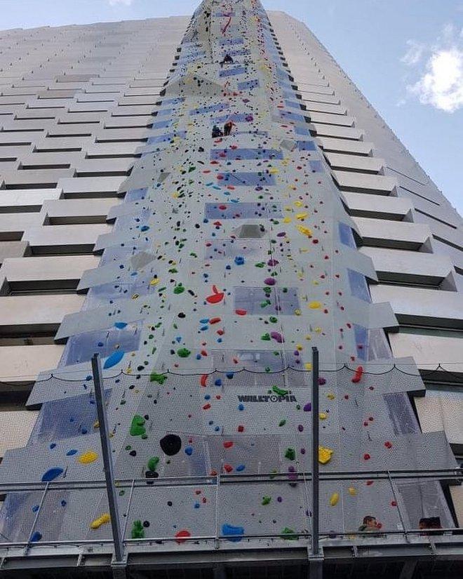 Ngắm nhìn bức tường leo núi cao nhất thế giới được xây dựng ngay trên một tòa nhà cao tầng - Ảnh 5.