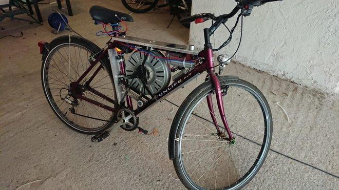 Chiếc xe đạp điện này sử dụng động cơ làm từ linh kiện máy giặt, có thể đạt vận tốc tối đa 110km/h - Ảnh 1.