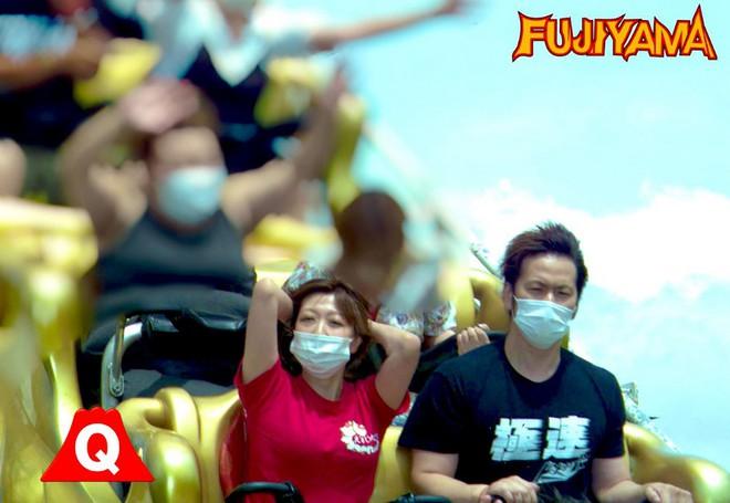 Công viên giải trí tại Nhật Bản yêu cầu du khách không la hét khi chơi tàu lượn siêu tốc vì lo ngại lây nhiễm Covid-19 - Ảnh 7.