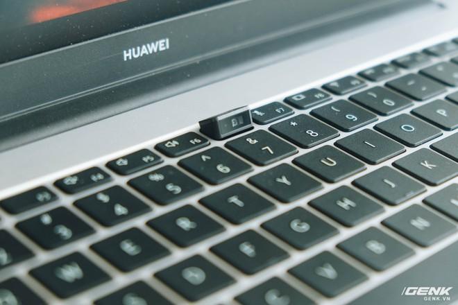 Trên tay Huawei MateBook D15: Khi không thể bán điện thoại, tại sao không chuyển sang bán laptop? - Ảnh 7.