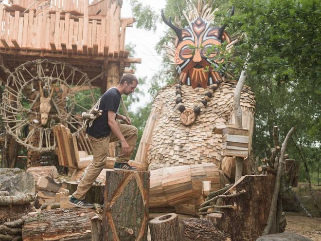 Cùng là những bức tượng khổng lồ nhưng khu vui chơi ở Đà Lạt bị chê tơi tả, công viên này lại khiến thế giới phải lác mắt vì quá nghệ - Ảnh 2.