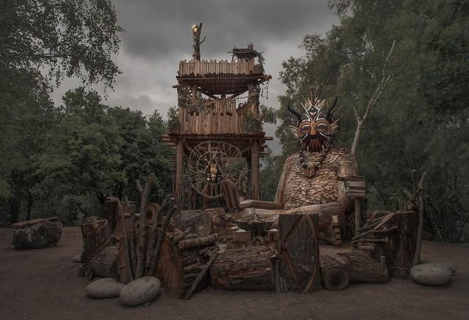 Cùng là những bức tượng khổng lồ nhưng khu vui chơi ở Đà Lạt bị chê tơi tả, công viên này lại khiến thế giới phải lác mắt vì quá nghệ - Ảnh 9.
