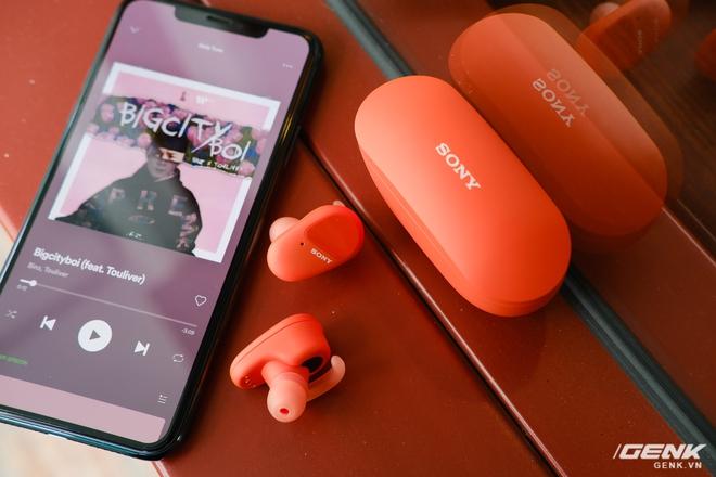 Mở hộp tai nghe Sony WF-SP800N: Màu sắc trẻ trung, chống ồn chủ động, kháng nước và mồ hôi khi tập luyện thể thao, giá 4,79 triệu đồng - Ảnh 9.