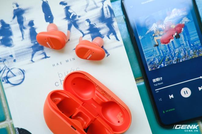 Mở hộp tai nghe Sony WF-SP800N: Màu sắc trẻ trung, chống ồn chủ động, kháng nước và mồ hôi khi tập luyện thể thao, giá 4,79 triệu đồng - Ảnh 11.