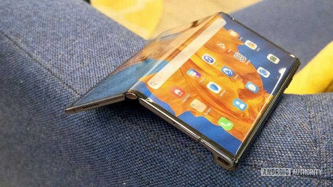 Hy vọng Samsung sẽ giảm giá smartphone màn hình gập của mình ư? Thôi đừng chiêm bao! - Ảnh 2.