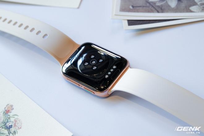 Trên tay OPPO Watch Sơn Tùng M-TP đeo trong MV Có Chắc Yêu Là Đây: Rất đẹp, hoàn thiện tốt không thua Apple Watch, nhìn nghiêng thấy khác biệt - Ảnh 3.