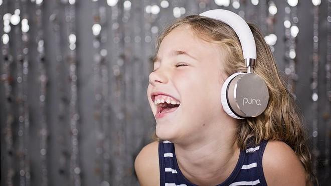 Mất thính giác ở trẻ em khi sử dụng tai nghe quá nhiều và cách phòng ngừa - Ảnh 2.