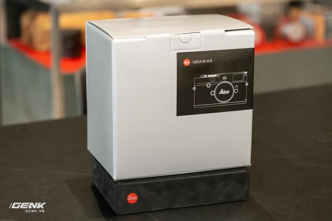 Đập hộp máy ảnh Leica M10-R: Vẫn là nét lạnh lùng hấp dẫn, cảm biến 40-megapixel, giá 219 triệu đồng - Ảnh 1.