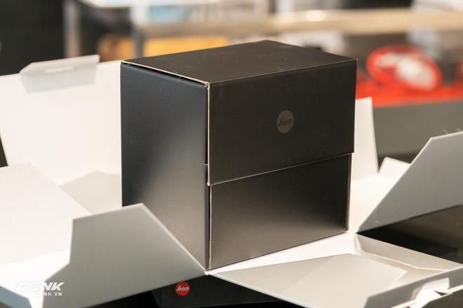 Đập hộp máy ảnh Leica M10-R: Vẫn là nét lạnh lùng hấp dẫn, cảm biến 40-megapixel, giá 219 triệu đồng - Ảnh 2.