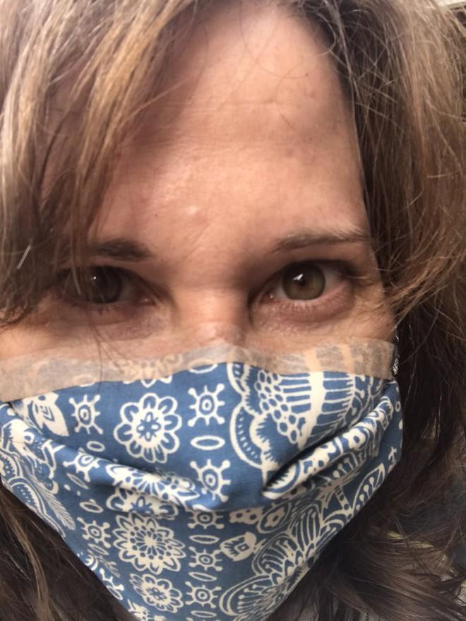 13 mẹo giúp đeo khẩu trang không bị mờ kính, đau tai, khó thở - Ảnh 6.