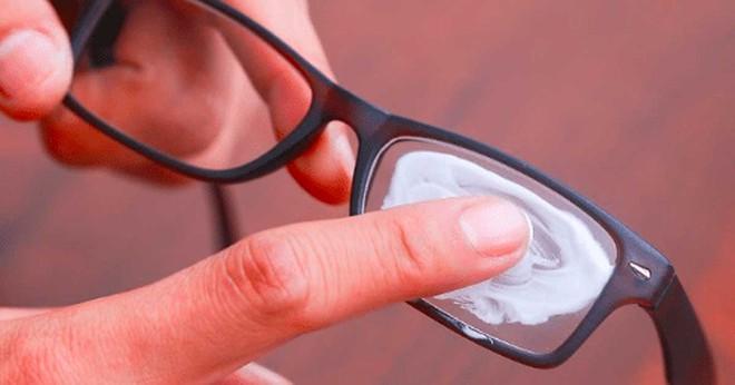 13 mẹo giúp đeo khẩu trang không bị mờ kính, đau tai, khó thở - Ảnh 3.